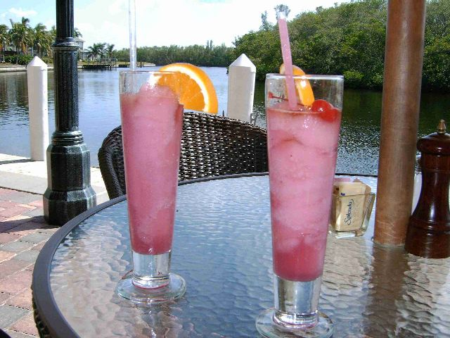 Cape Coral - Drinks bei Rhumrunners Cape Harbour